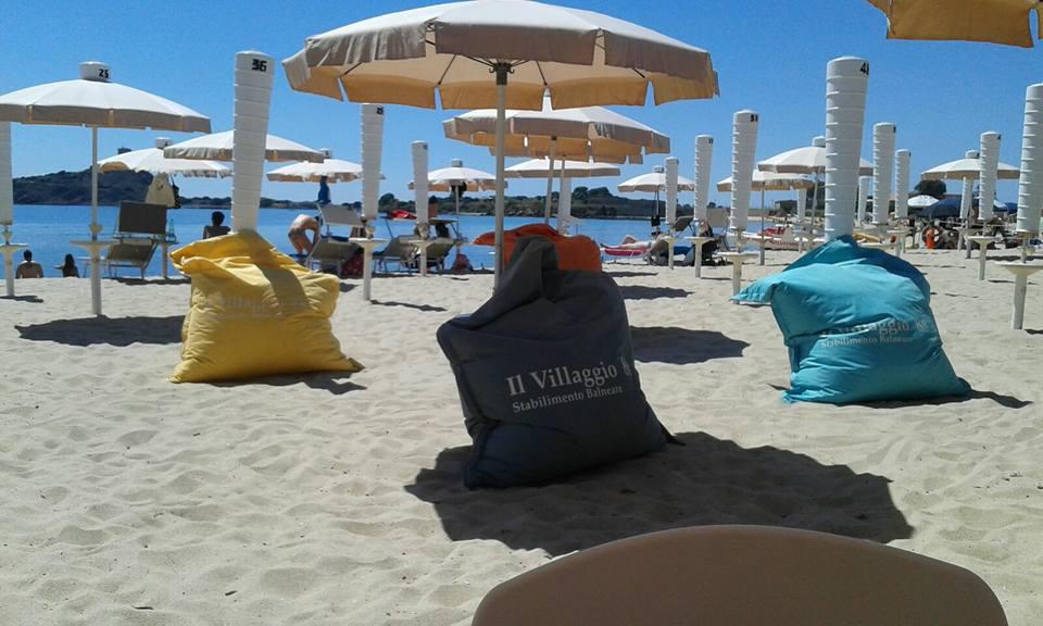 pouf giganti spiaggia