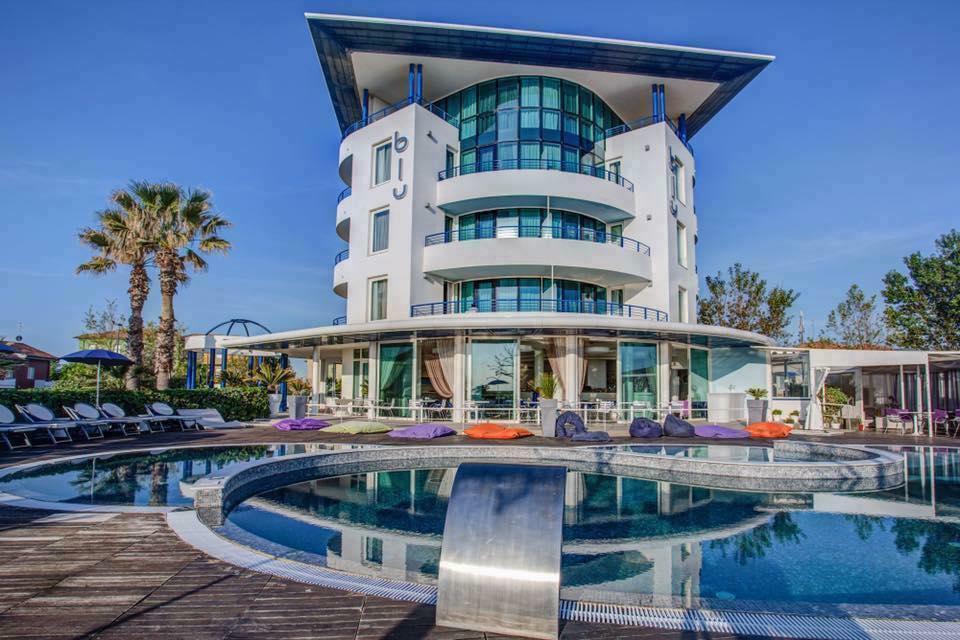 Blue Suite Hotel Igea Marina con arredo per piscine Pomodone