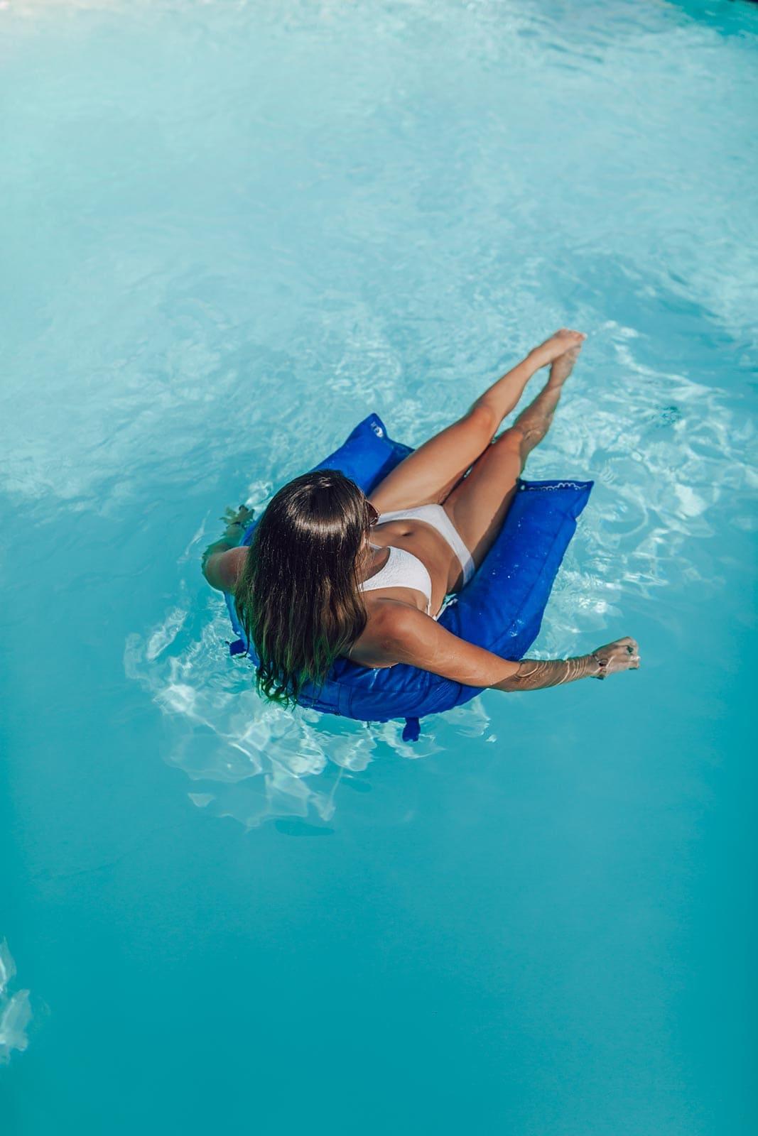 Ferro di cavallo le sedie galleggianti per piscine pomodone for Sedie per piscina